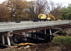 Bridge construction, 30 ton Lorain