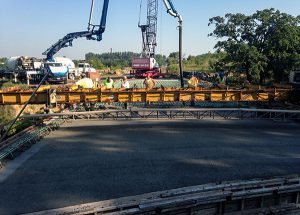 Heavy-duty crane work, 100 Ton Link-Belt